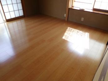部屋も広々、ワックスのいらないフロアーのためお手入れ簡単!